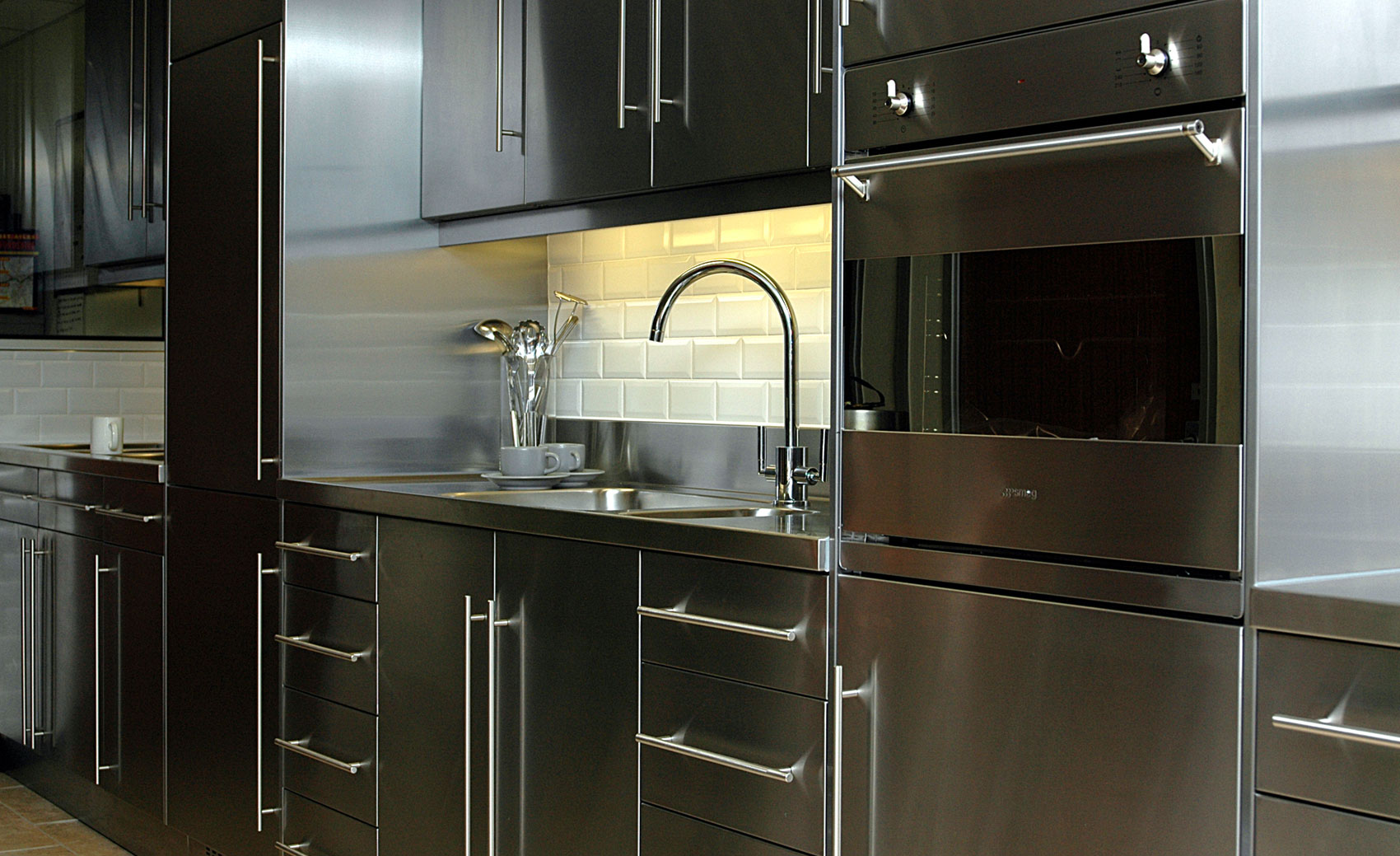 Stainless Steel Kitchen Cabinet, Worktops & Splash Backs UK ...